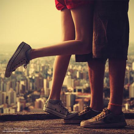 Anh suy nghĩ, Thanh Thanh, em không biết rằng khi anh băn khoăn suy nghĩ, nội tâm giằng co thì sự lưu luyến đối với em ngày càng tăng lên, càng ngày càng nặng, càng ngày càng sâu. Điều này khiến cho anh không thể ngủ được, anh trằn trọc, anh nhớ đến thân thể ấm áp và những ngón tay lạnh lẽo của em, anh nhớ tới đêm đó chúng ta ở cùng nhau, em nhìn bầu trời không mây sau trận mưa to. Em nói em nhìn thấy sao trời!