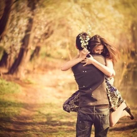Trái tim Văn Tắc trống rỗng, anh càng ôm Thanh Thanh chặt hơn, bất tri bất giác, cô đã là ý nghĩa cuối cùng của anh.